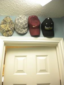 Hats Haning on Ook Hooks